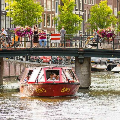 Hop on Hop off bus & boat 24 h. + Amsterdam Dungeon