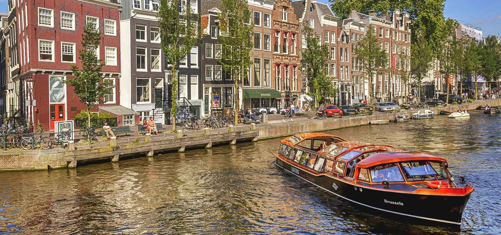 Discover all options for a canal cruise Amsterdam