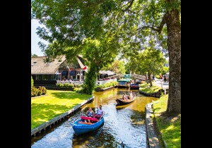 Travel easily from Amsterdam to Giethoorn